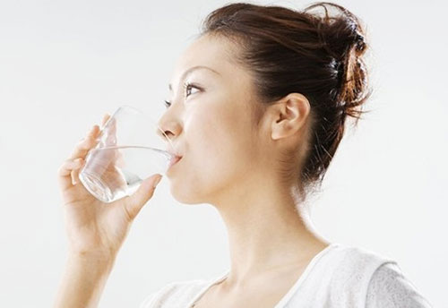 การดื่มน้ำน้อย