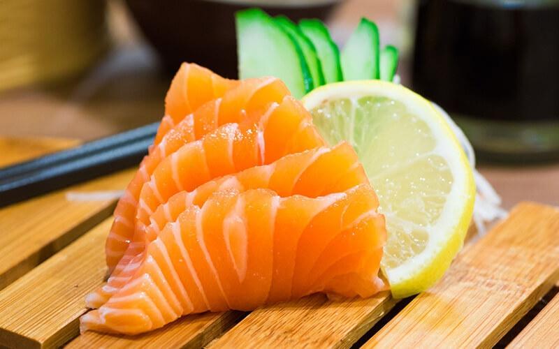 อาหารช่วยลดคอเลสเตอรอล  ปลาแซลมอ